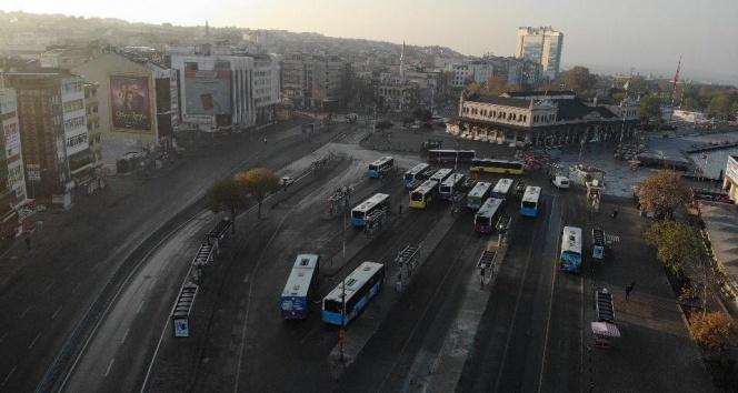 Sessizliğe bürünen Kadıköy ve Üsküdar Meydanı havadan görüntülendi