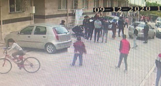 Mahallede top oynayan çocuklara sinirlenen adam dehşet saçtı