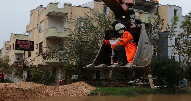 Antalya itfaiyesi, 24 saatte 354 su baskını olayına müdahale etti
