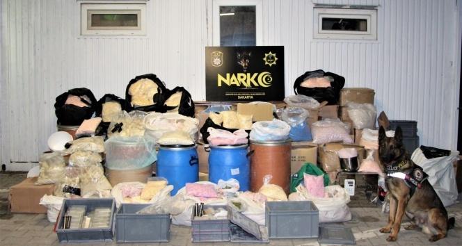 Sakaryada binlerce kişiyi zehirleyeceklerdi, kilolarca maddeyle yakalandılar