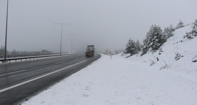 Ankara-İstanbul otobanında yoğun kar yağışı