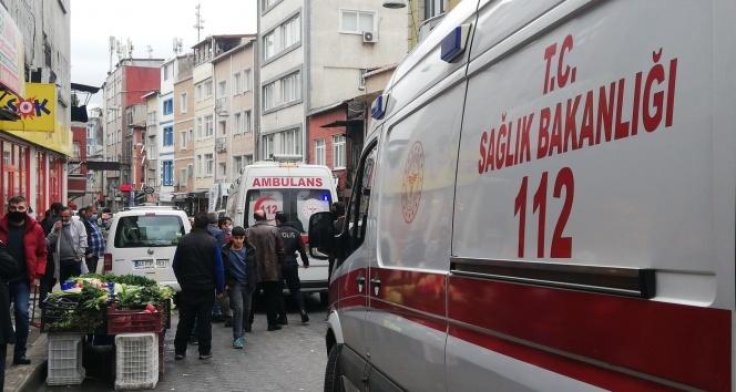 Beyoğlu'nda sokak ortasında bıçaklı kavga: 2 yaralı