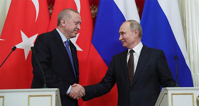 Cumhurbaşkanı Erdoğan ve Putin, Moskova'daki üçlü zirveyi ele aldı