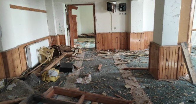 Kayseri'de yıldırım düşen camideki hasar gün ağırınca ortaya çıktı