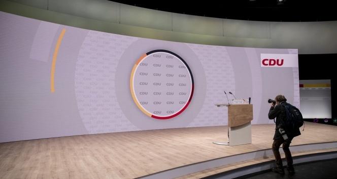 Merkel'in partisi CDU yeni başkanını seçiyor