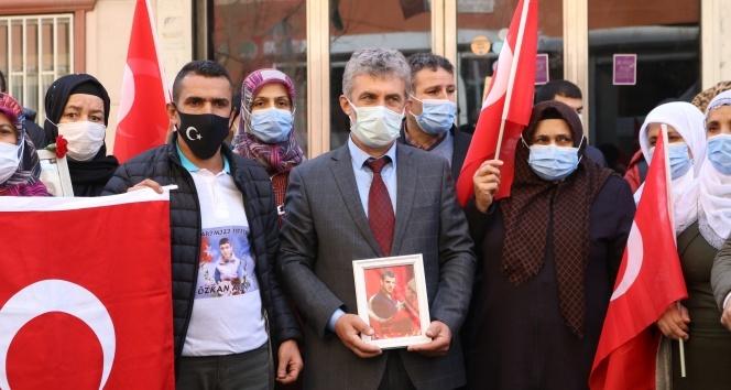 Şehit Kaymakam Safitürk'ün ailesinden evlat nöbetindeki ailelere destek ziyareti