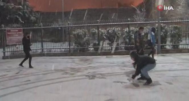 İstanbul'da karın tadını çocuklar çıkardı