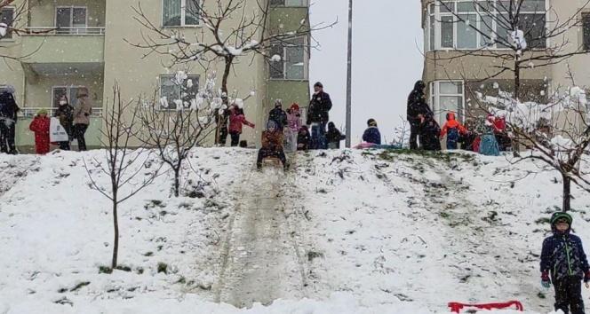 Yağan kar kısıtlamayı unutturdu
