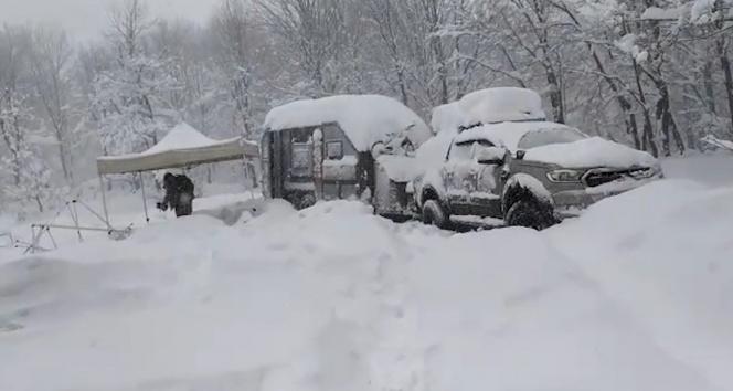 Yalova'da kar nedeniyle mahsur kalan kampçılar kurtarıldı