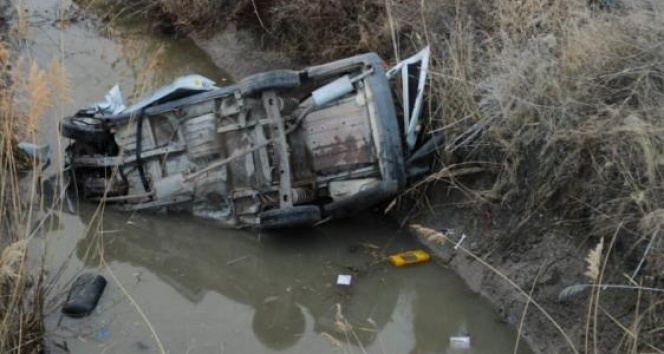 Konya'da hafif ticari araç kanala uçtu: 1 ölü, 1 yaralı