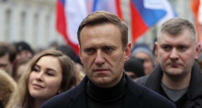 Tedavisinin ardından Rusya'ya dönen muhalif lider Navalny gözaltına alındı