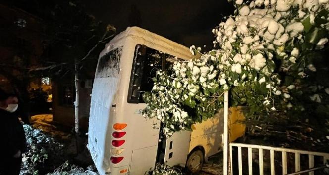 Evinin bahçesine midibüs giren vatandaş: 'Büyük bir gürültüyle kendimizi zor dışarı attık'
