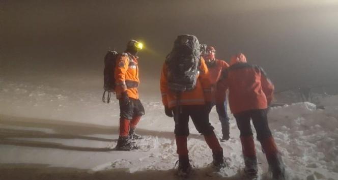 8 dağcı 9 saat sonra bulundu
