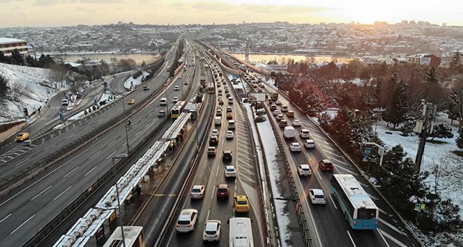 İstanbul'daki trafik yoğunluğu havadan görüntülendi