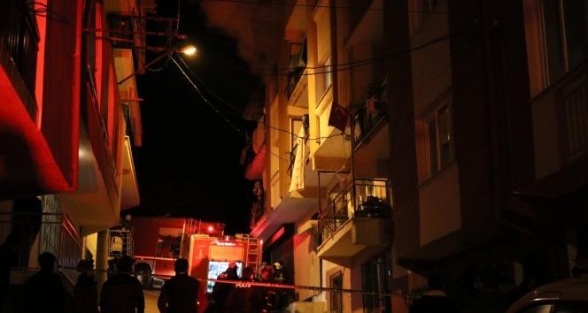 İzmir'de yangın paniği: 1'i bebek 4 kişi dumandan etkilendi