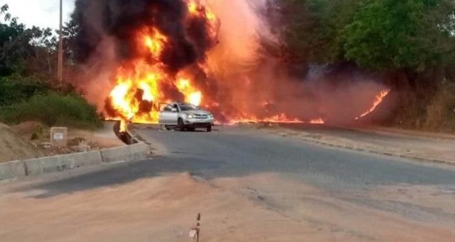 Nijerya'da petrol tankeri patladı: 3 ölü