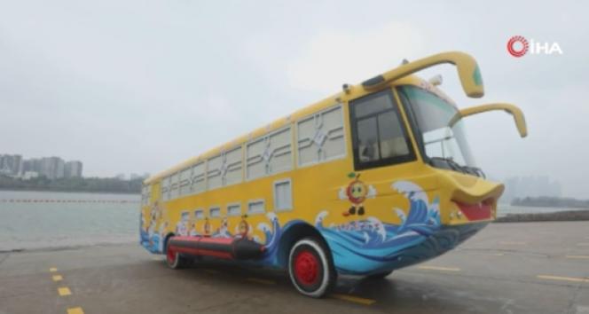 Çin'de karada ve suda gidebilen amfibik otobüs ilgi çekiyor