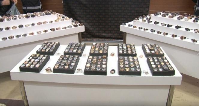 Kapalıçarşı'da kaçak saat operasyonu: 3 milyon TL değerinde saat ele geçirildi