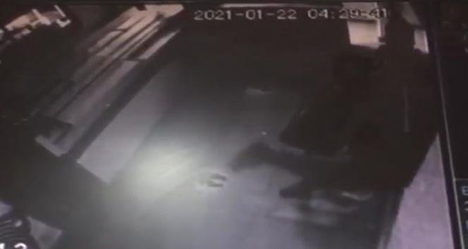 Çekmeköy'deki kuyumcu soygun girişiminin güvenlik kamerası ortaya çıktı