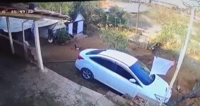 Freni boşalan kamyon duvarı yıkarak evin bahçesine devrildi