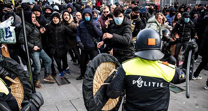 Hollanda'da Covid-19 kısıtlamaları karşıtı protesto: 30 gözaltı