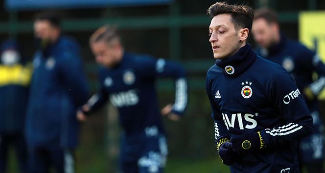 Mesut Özil antrenmanda yer aldı
