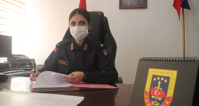 Kayseri'nin ilk kadın ilçe jandarma komutanı işini 'Aşkla' yapıyor