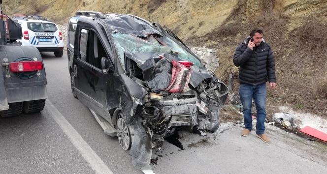Oğullarını askere teslim eden aile kaza yaptı: 3 kişi hayatını kaybetti