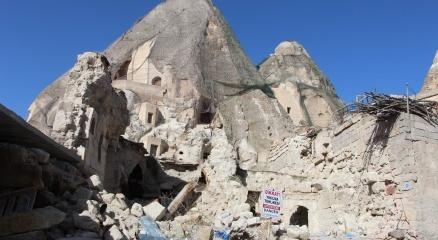 Kapadokyada peribacaları yıkılıyor
