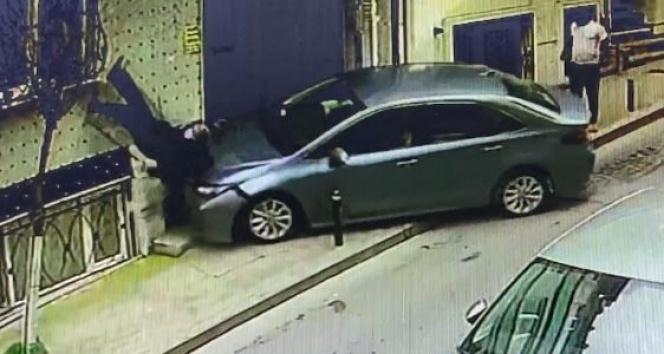 İstanbul'un göbeğinde dehşet anları: Bastonlu yaşlı adam takla attı