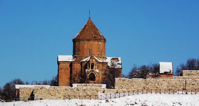 Restore edilen Akdamar Kilisesi ziyaretçi akınına uğruyor
