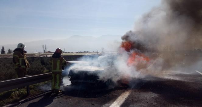 Lüks araç seyir halindeyken alev alev yandı
