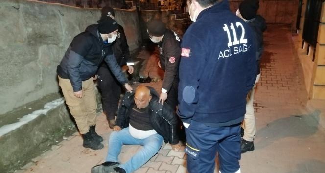 280 promil alkollü adam buzda kayıp beton zemine düşerek ağır yaralandı