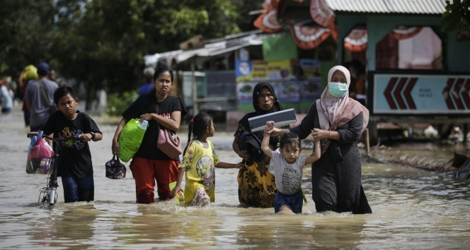 Endonezya'da sel: 5 ölü