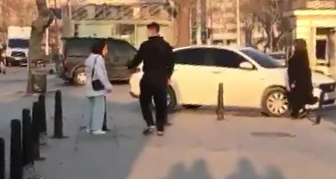 Sokak ortasında erkek arkadaşının darp ettiği genç kızı vatandaşlar kurtardı
