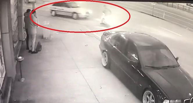 Samsun'da otomobil ile motosikletin çarpıştığı kaza kamerada