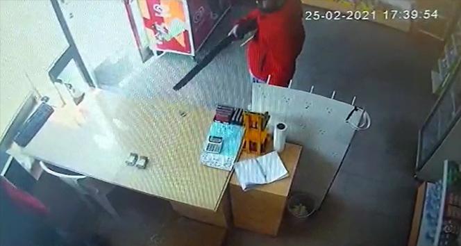 İzmir'de benzin istasyonundaki pompalı tüfekli soygun kamerada