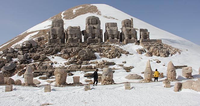 Esaretten kurtulan Nemrut Dağı ilk turistleri ağırladı