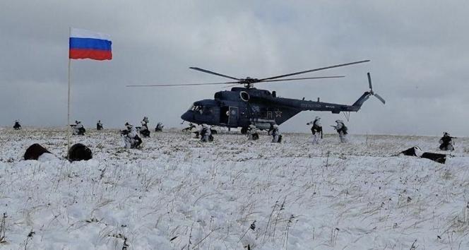 Rusya: 'Askeri birlikler uygun görüldüğü sürece Ukrayna sınırında olacak'