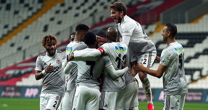 Beşiktaş ilk yarı işi bitirdi