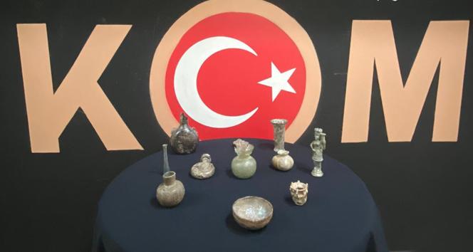 Fatih'te otelde tarihi eser ele geçirildi