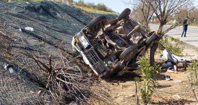 Önündeki araç ani fren yapınca savrulan araç takla attı: 3 yaralı