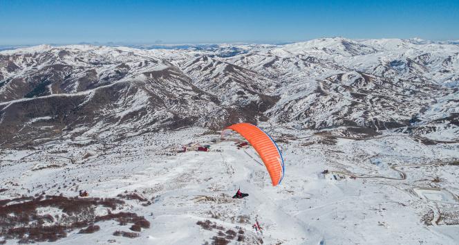 Yıldız Dağı'nda yamaç paraşütü rüzgarı