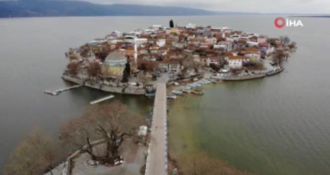 Sular yükseldi, tarihi köy yine ada oldu