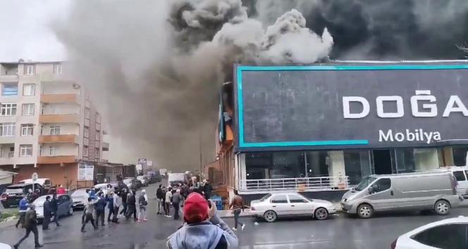Ataşehir'de mobilya fabrikasında yangın! İşçi son anda böyle kurtuldu