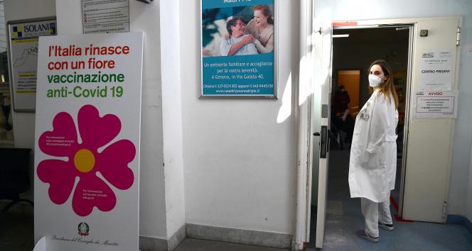 İtalya'da son 24 saatte 17 bin 83 yeni vaka