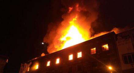 İzmirde 4 katlı tekstil atölyesinde korkutan yangın