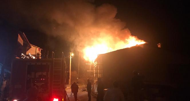 İskilip'te korkutan ev yangını, itfaiye eri hastaneye kaldırıldı