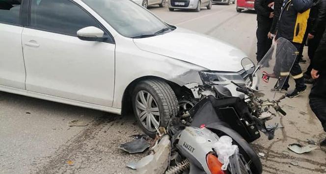 Motosiklet sürücüsü, kaskı sayesinde kazayı hafif yaralı atlattı