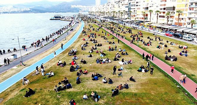 İzmirliler kısıtlamasız cumartesi günü Kordon'a akın etti